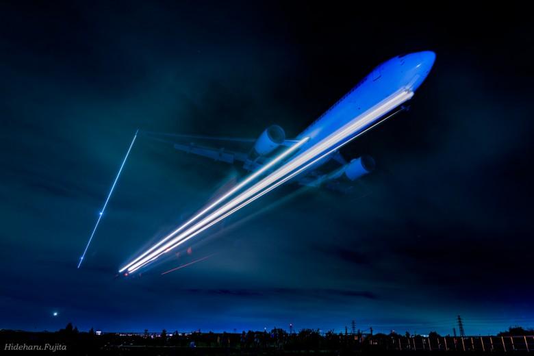 JAL-B777-2.5秒の光跡_淡海@藤田