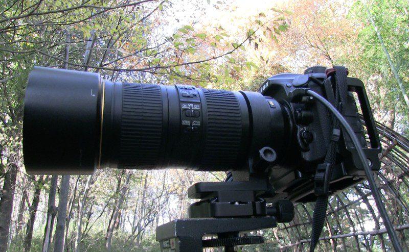 三脚座に望遠レンズを取り付けた例